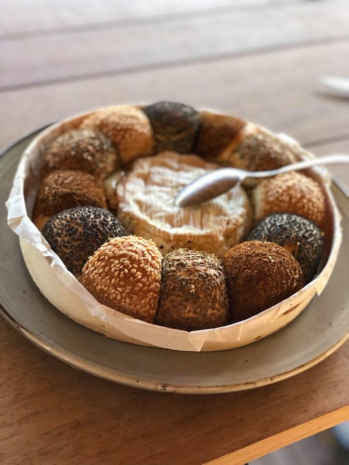 Warme camembert met brood